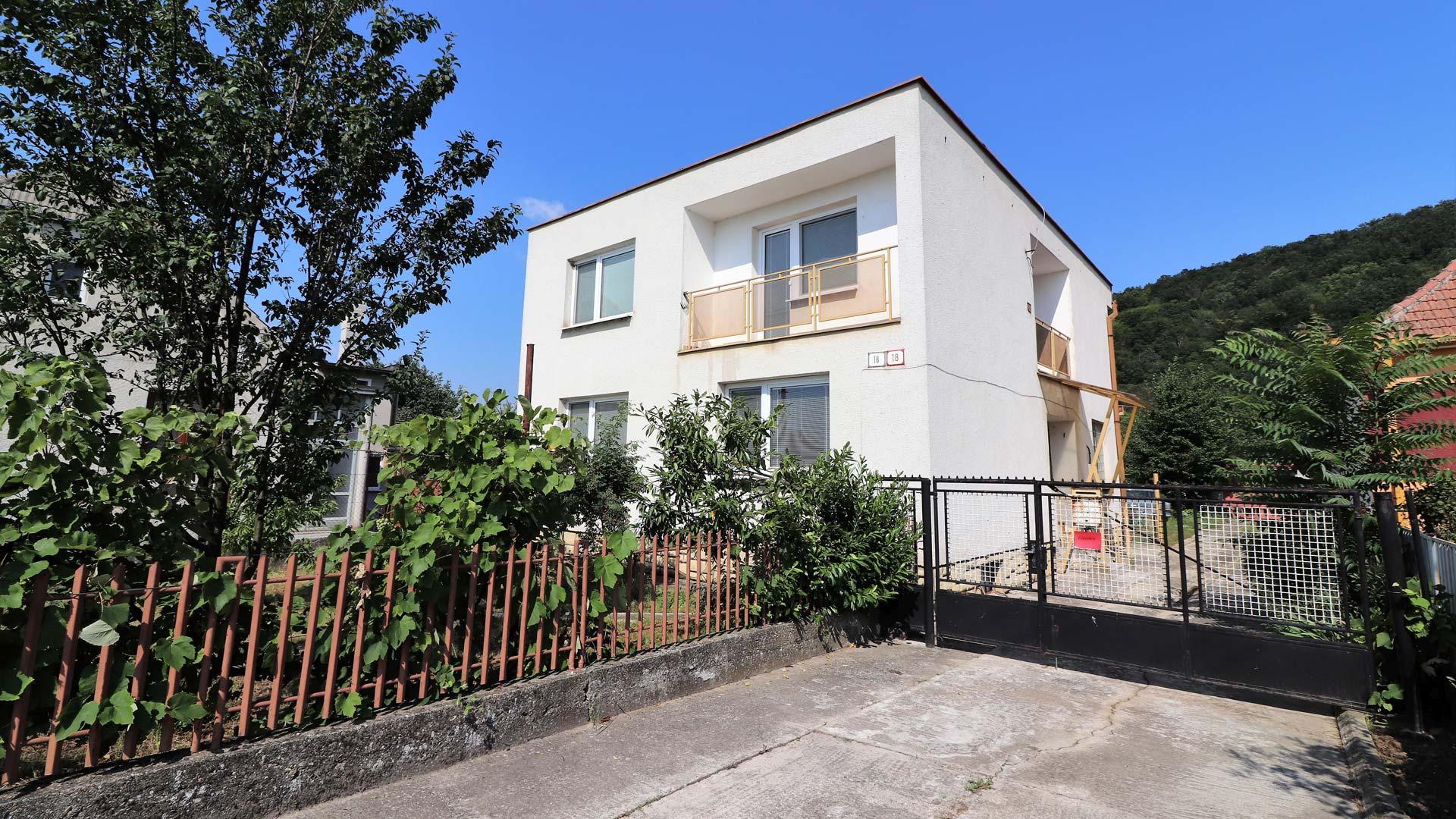Ako bývať v rodinnom dome pri Piešťanoch za 130-tisíc eur?