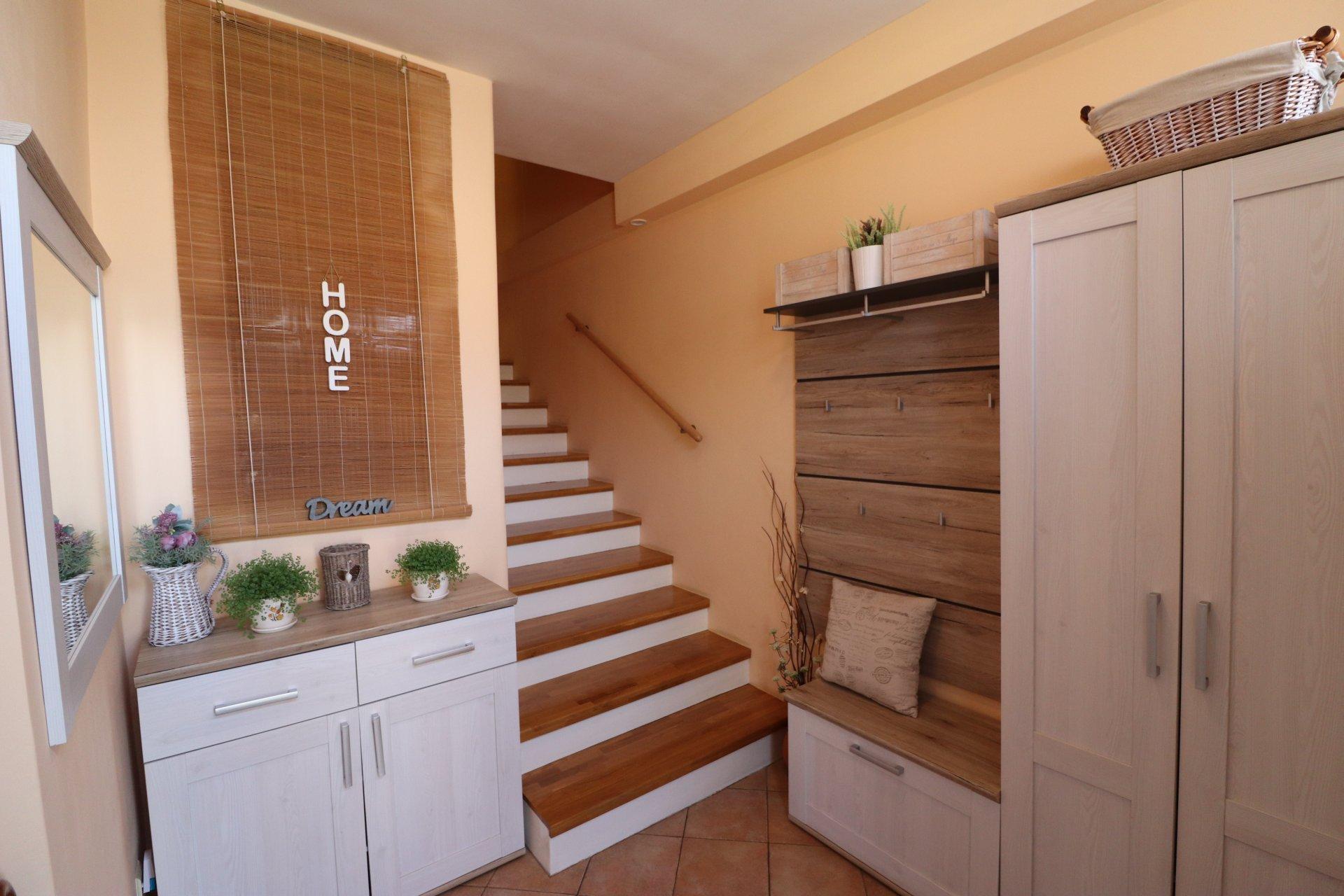 Charizmatický prerobený byt so záhradkou
