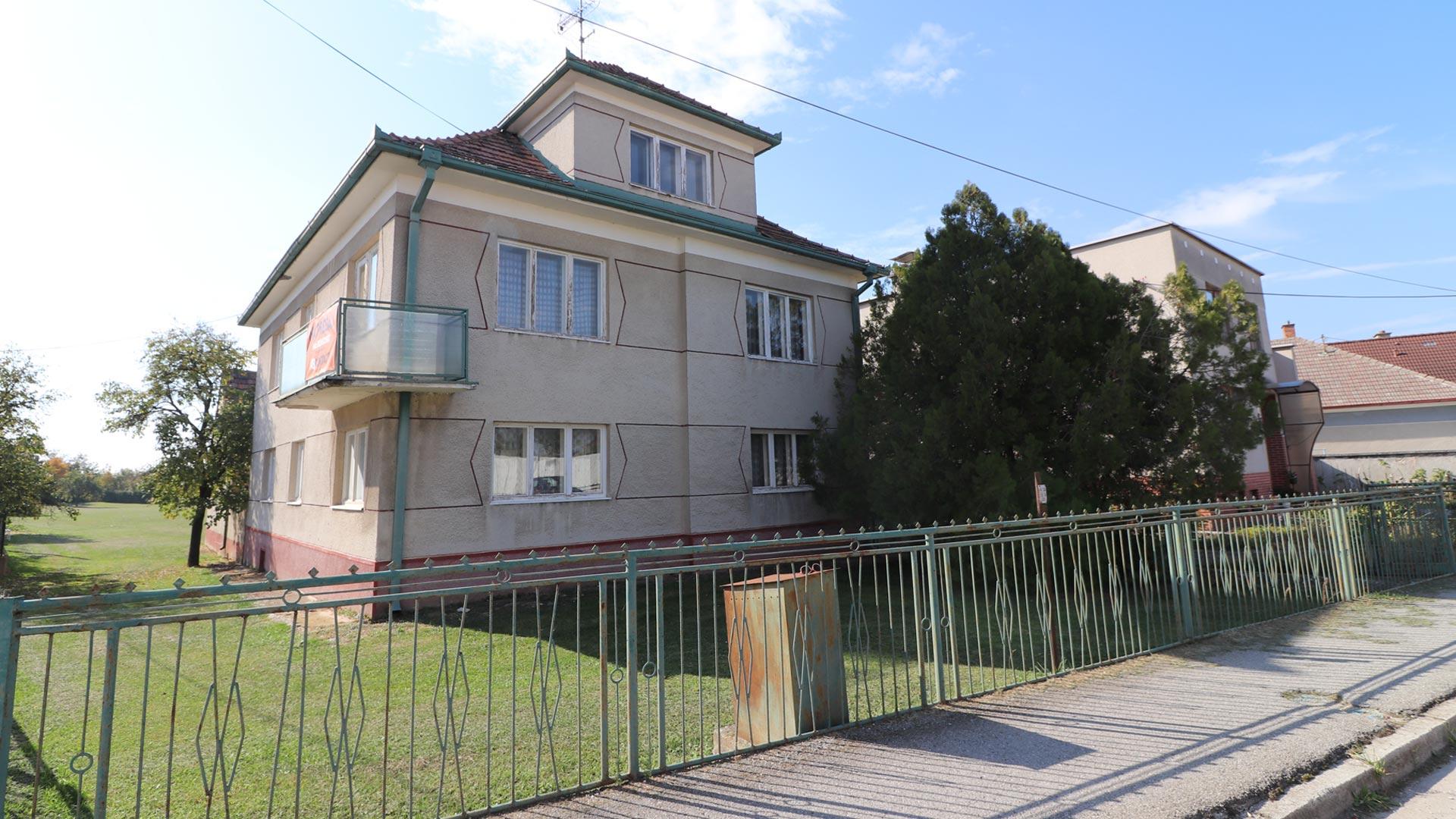 Dom na peknom pozemku za cenu hrubej stavby
