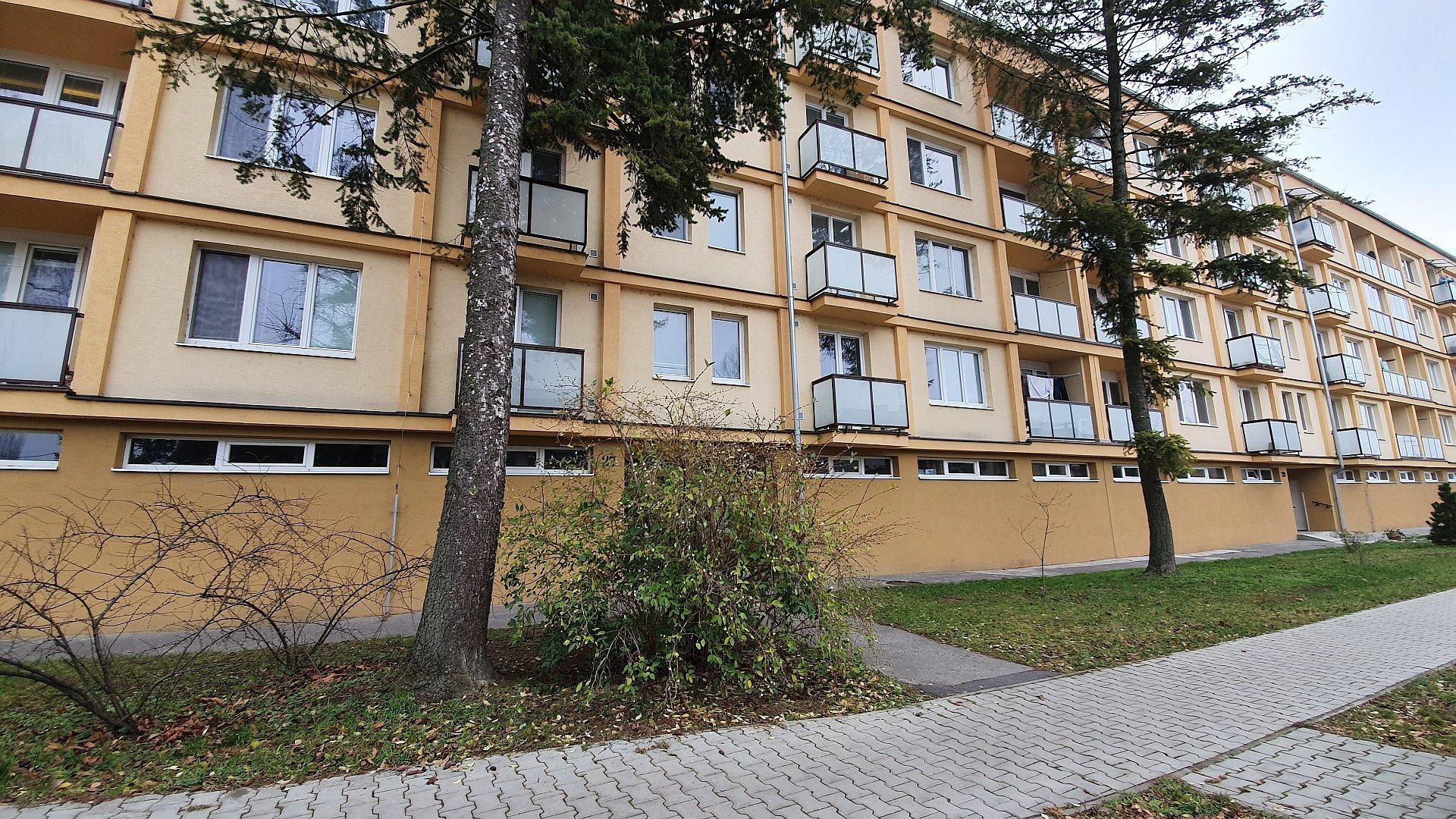 Dvojizbový byt s balkónom a loggiou pri rieke Váh