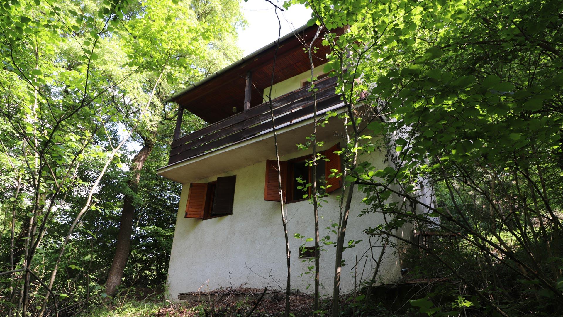Murovaná chatka nad Striebornicou