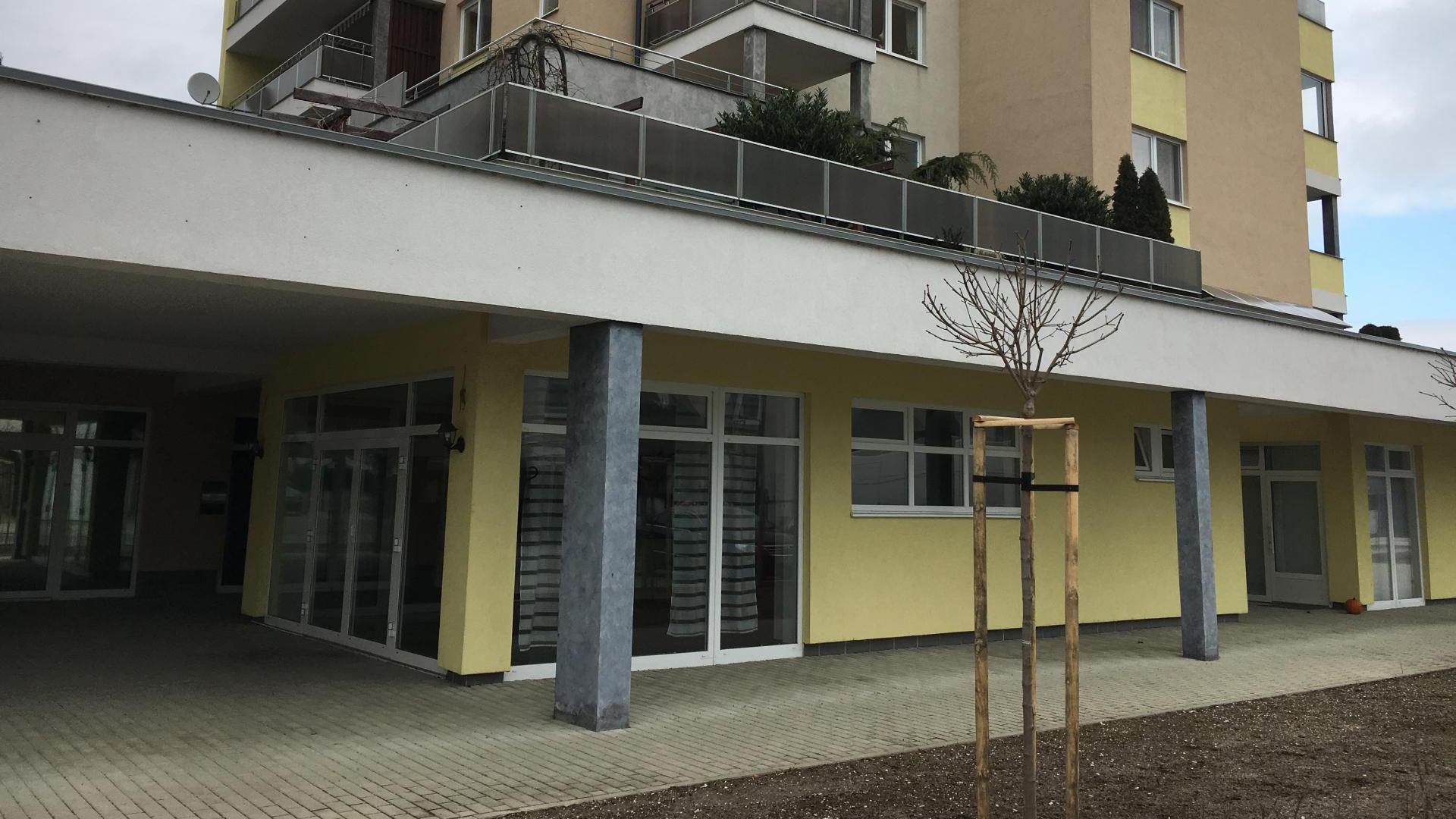 Nebytový priestor s terasou využiteľný ako obchod, kaviareň, alebo kancelária