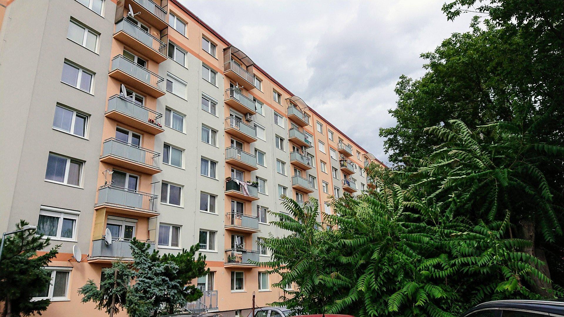 Priestranný zrekonštruovaný dvojizbový byt
