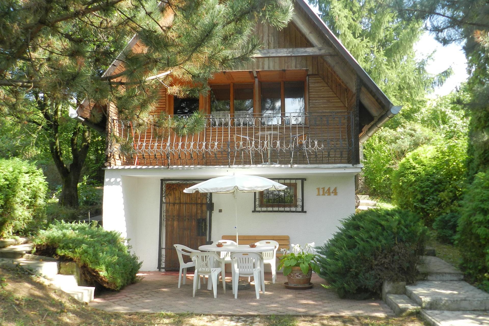 Rekreačná chata s pekným pozemkom a výhľadom na Sĺňavu