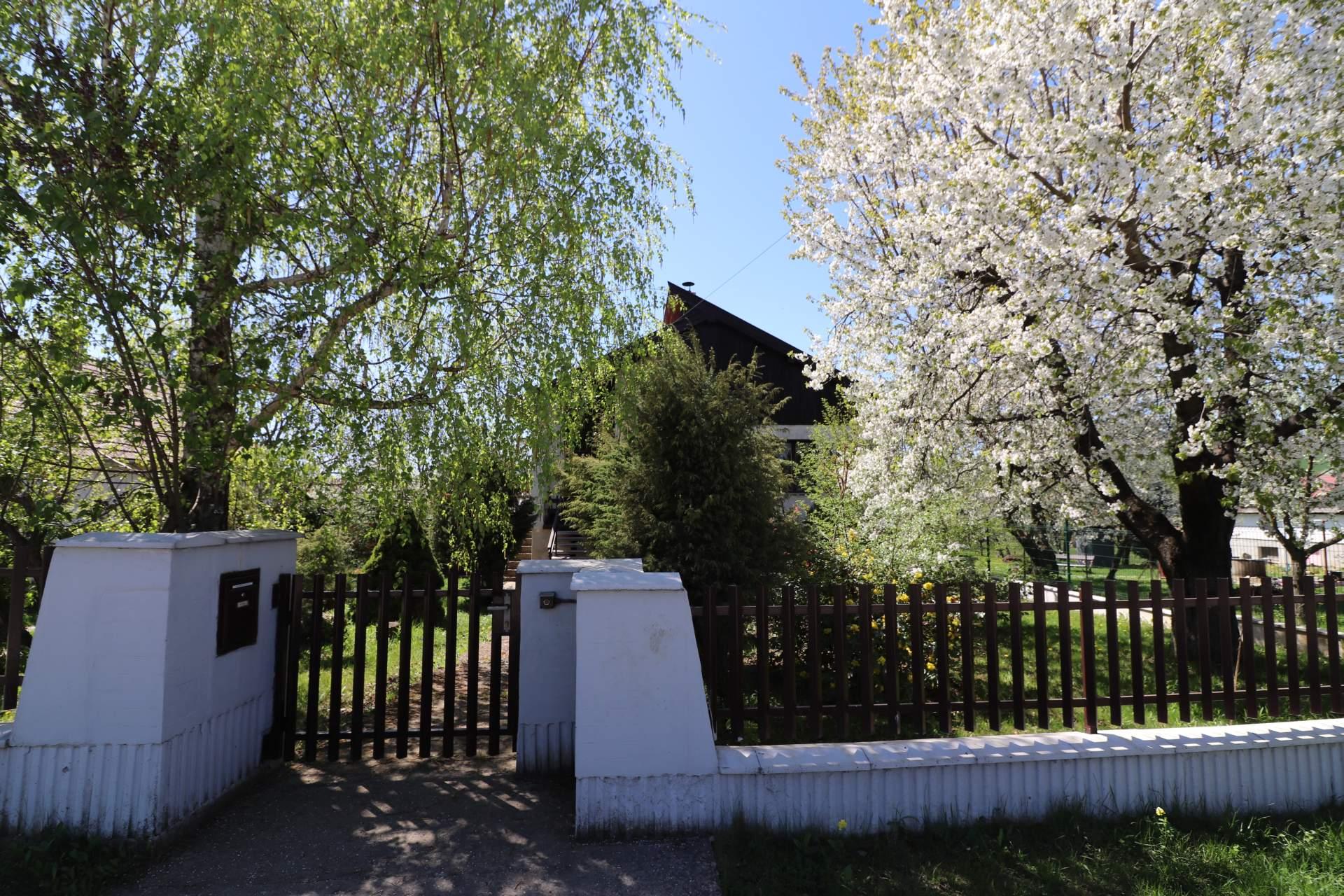 Rodinný dom s krásnou záhradou