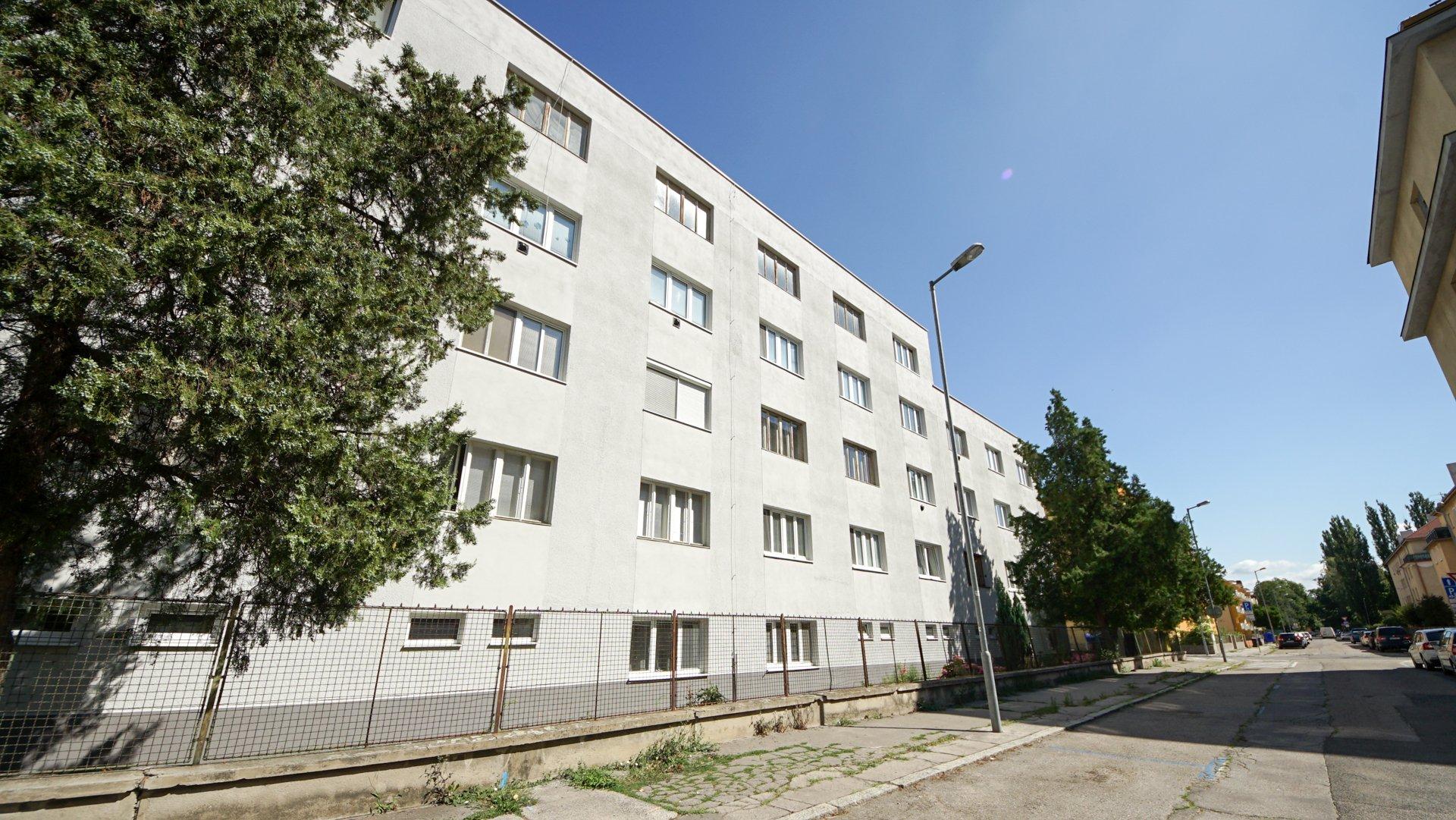 Šikovný 2-izbový byt s loggiou v širšom centre Trenčína