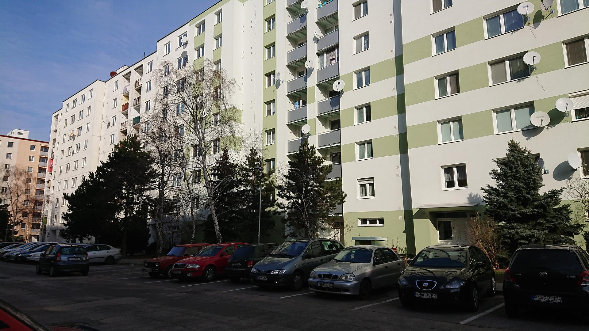 Slnečný trojizbový byt s loggiou