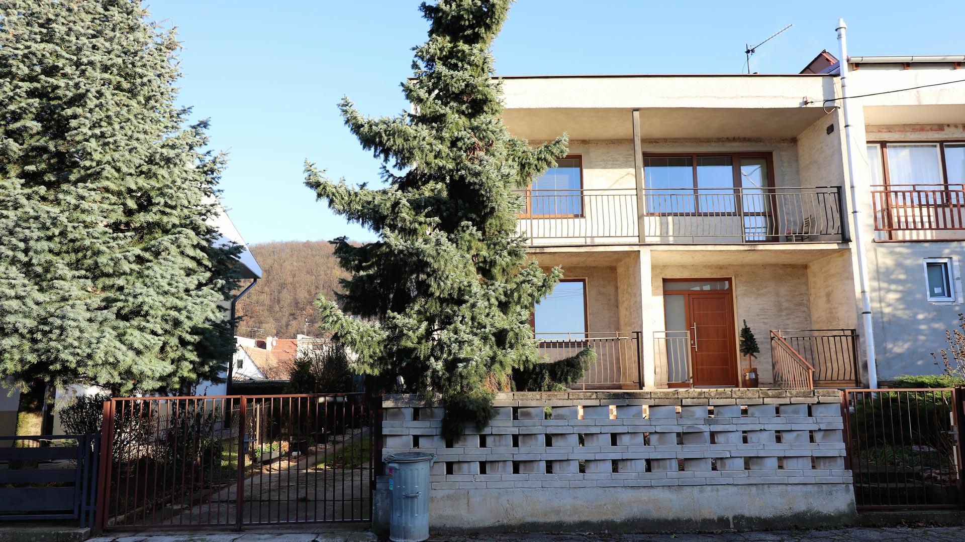 Veľký 5 izbový dom 7 minút od Piešťan