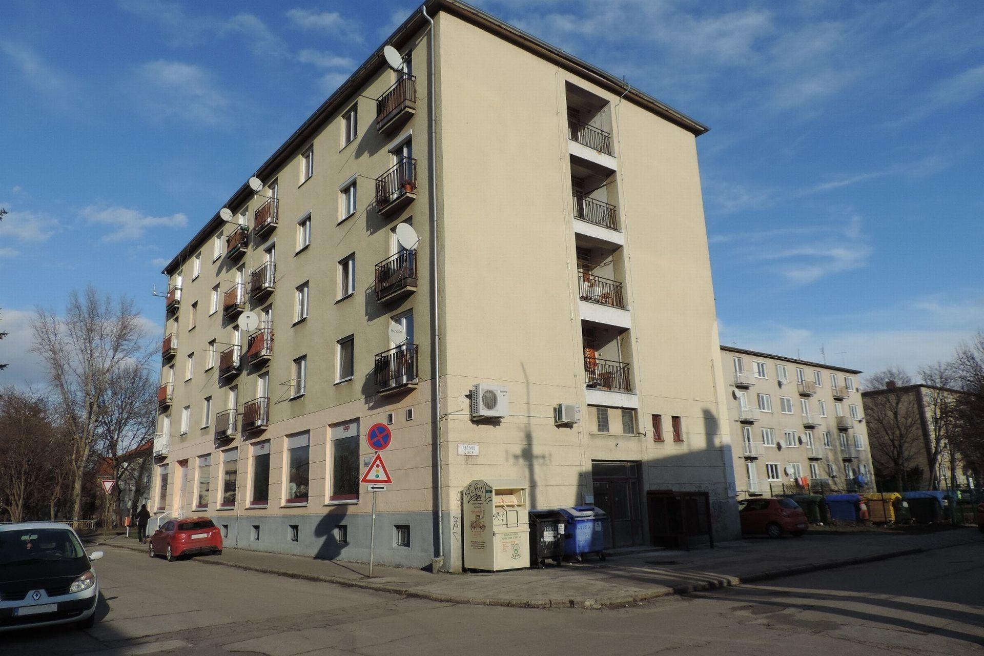 1-izbový kompletne zariadený byt v širšom centre