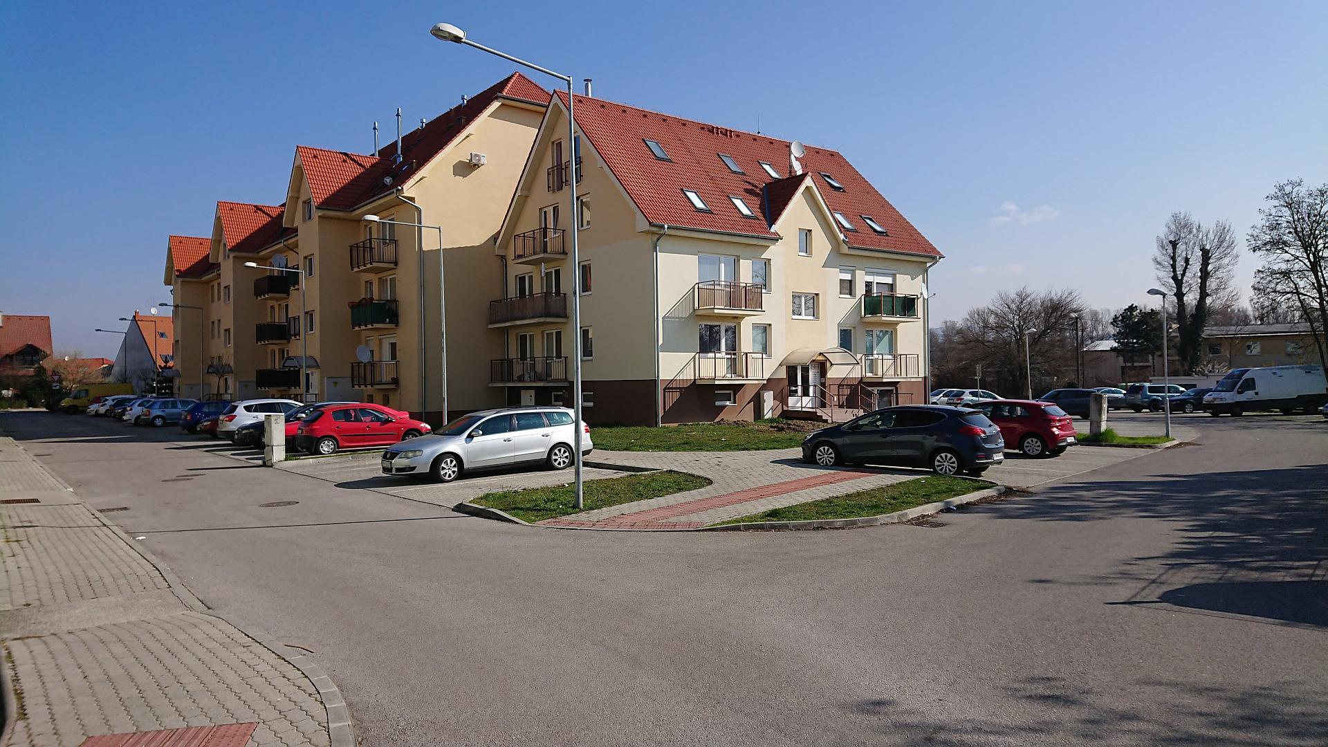 Bývanie v 1,5 izbovom byte s vlastným kúrením a balkónom