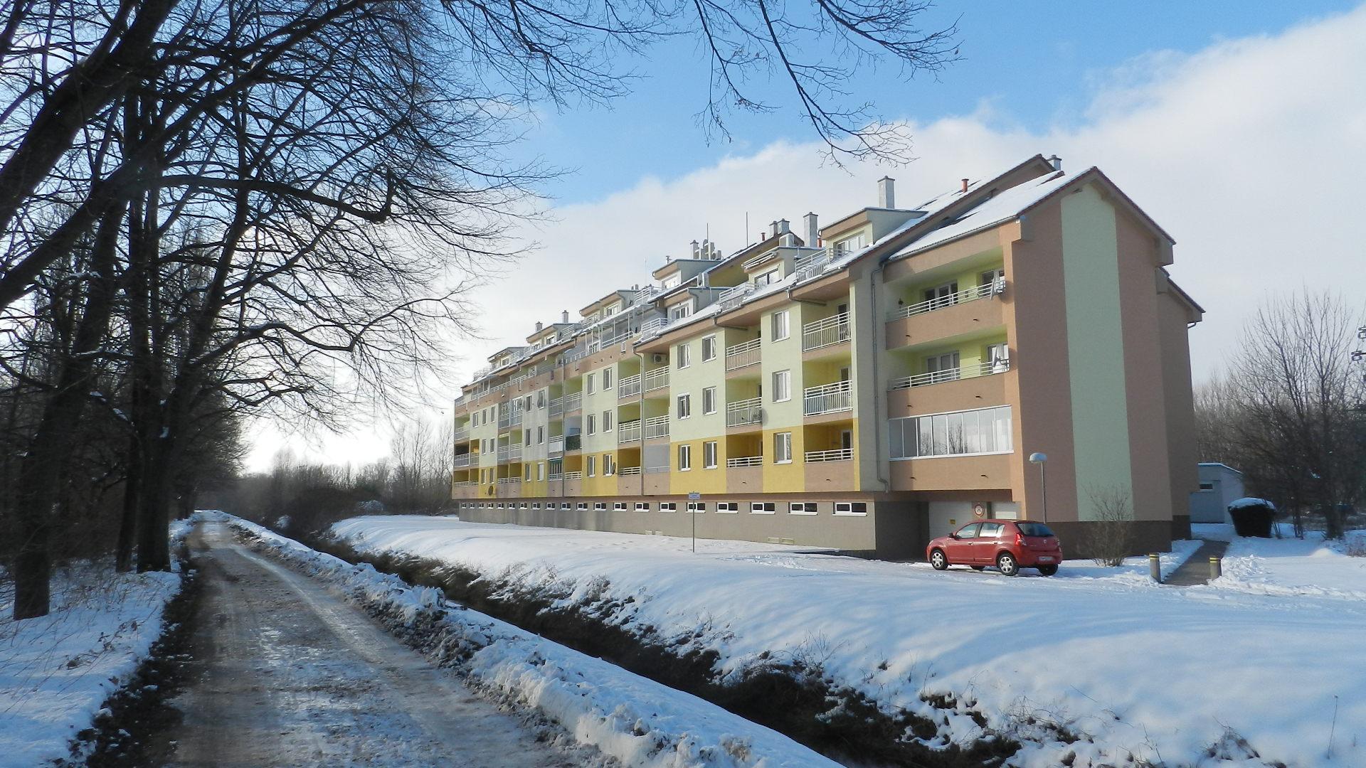 Krásny byt s terasou s výhľadom na Váh a garážovým státím