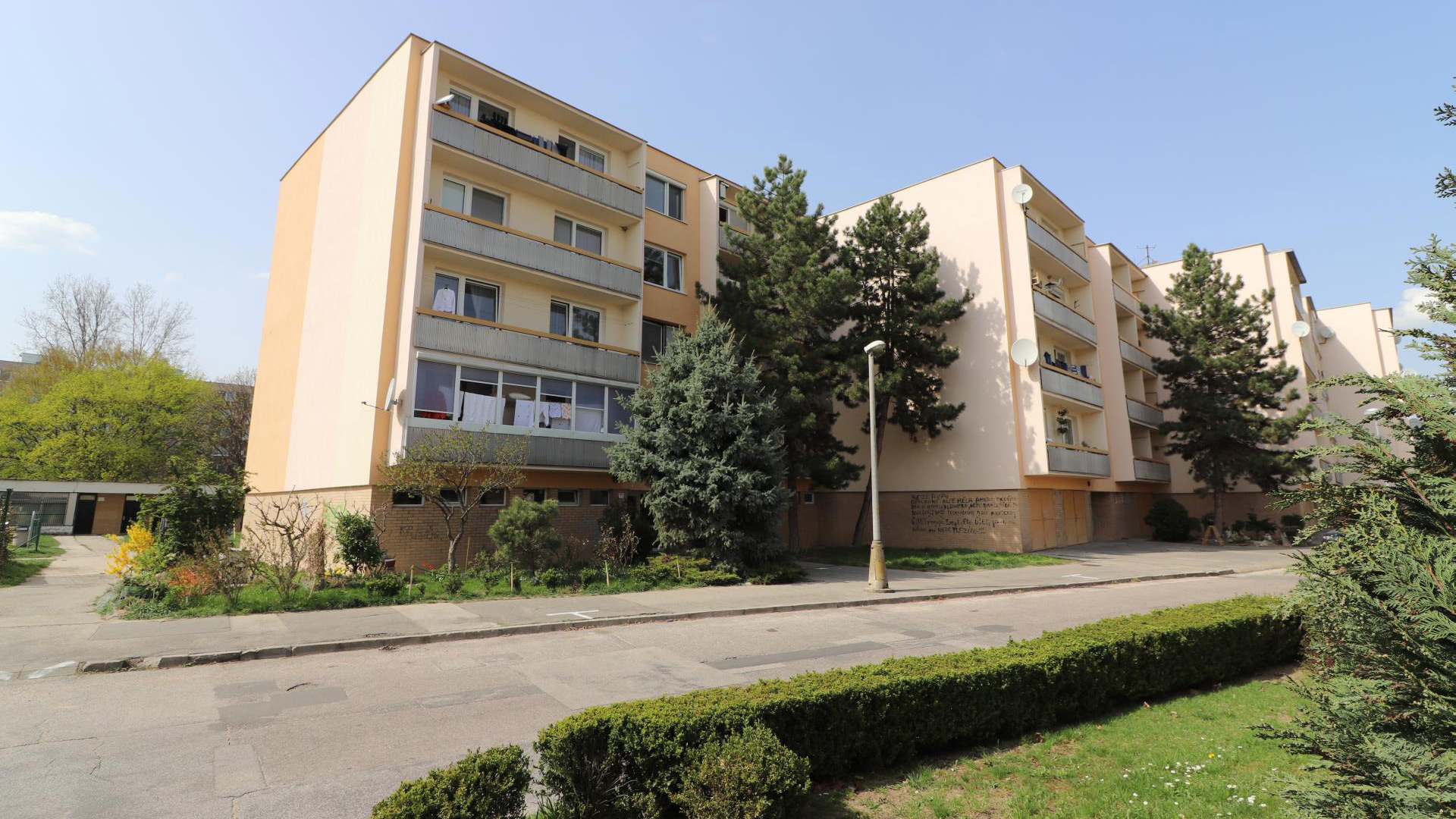Priestranný 2 izbový byt v príjemnej lokalite