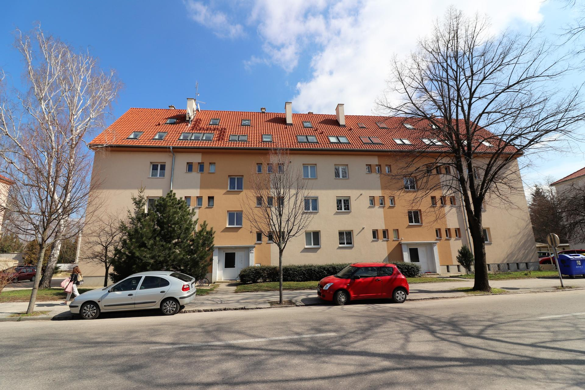 Priestranný byt v centre pri mestskom parku
