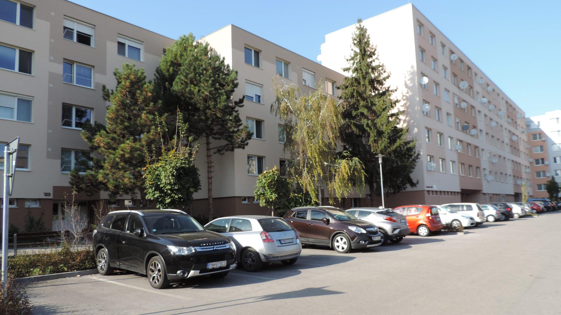 Priestranný dvojizbový byt na sídlisku