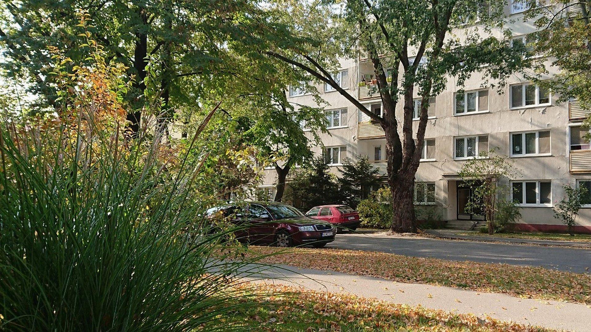Zariadený dvojizbový byt s parkovaním neďaleko mestského parku
