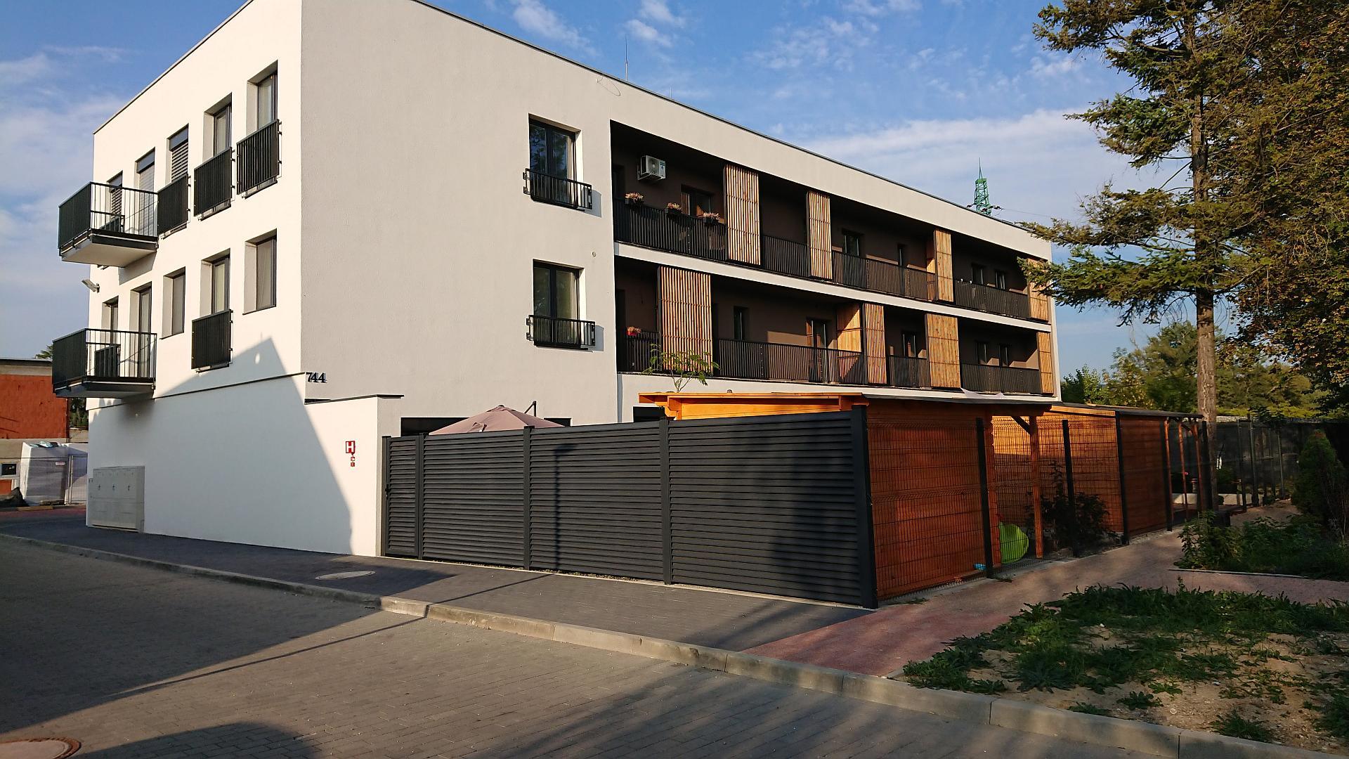 Rezidencie Tematínska – jednoizbový byt s balkónom a parkovaním